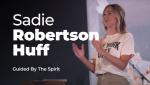 Sadie-Robertson-Huff-Worship-24-7
